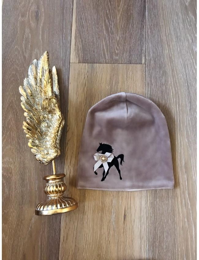 mergaitiškos kepurės